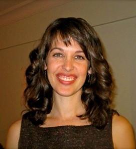 Danielle Schoon Headshot